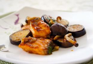 秋鮭と茄子とキノコのポン酢海鮮じゃん炒め