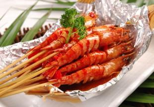 洞庭串焼蝦(海老の串焼き塩ロースト、ニンニク唐辛子風味)