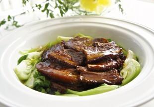 桂林滷水(牛すね肉の桂林風煮込み、煮汁は米粉に使う)