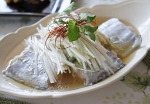 季節の鮮魚の蒸し物(当日の仕入れのより)