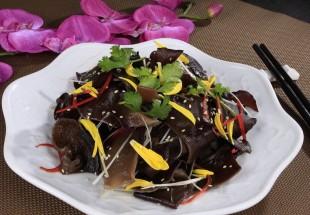 陳酢木耳(黒酢とニンニクで和えた2色のキクラゲ)