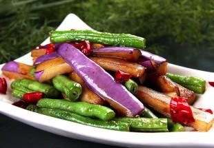 酸菜とインゲンとなすのピリ辛炒め