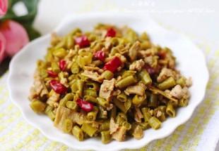 蘿蔔干炒酸豆角(パリパリ干し大根と酢漬けインゲンの炒め物)