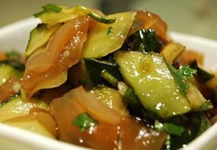 胡瓜とクラゲの黒酢和え